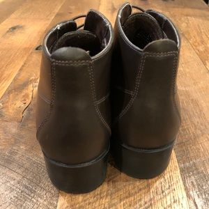 Shoes - 5 for $20 - Lace free brown bootie!